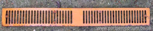 Late_bay_vw_front_grill_orange.JPG (105047 bytes)